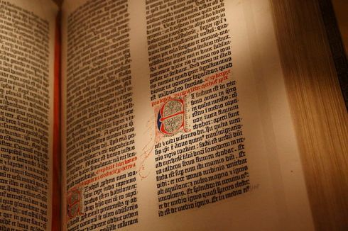 Gutenberg_Bible,_New_York_Public_Library,_USA._Pic_03