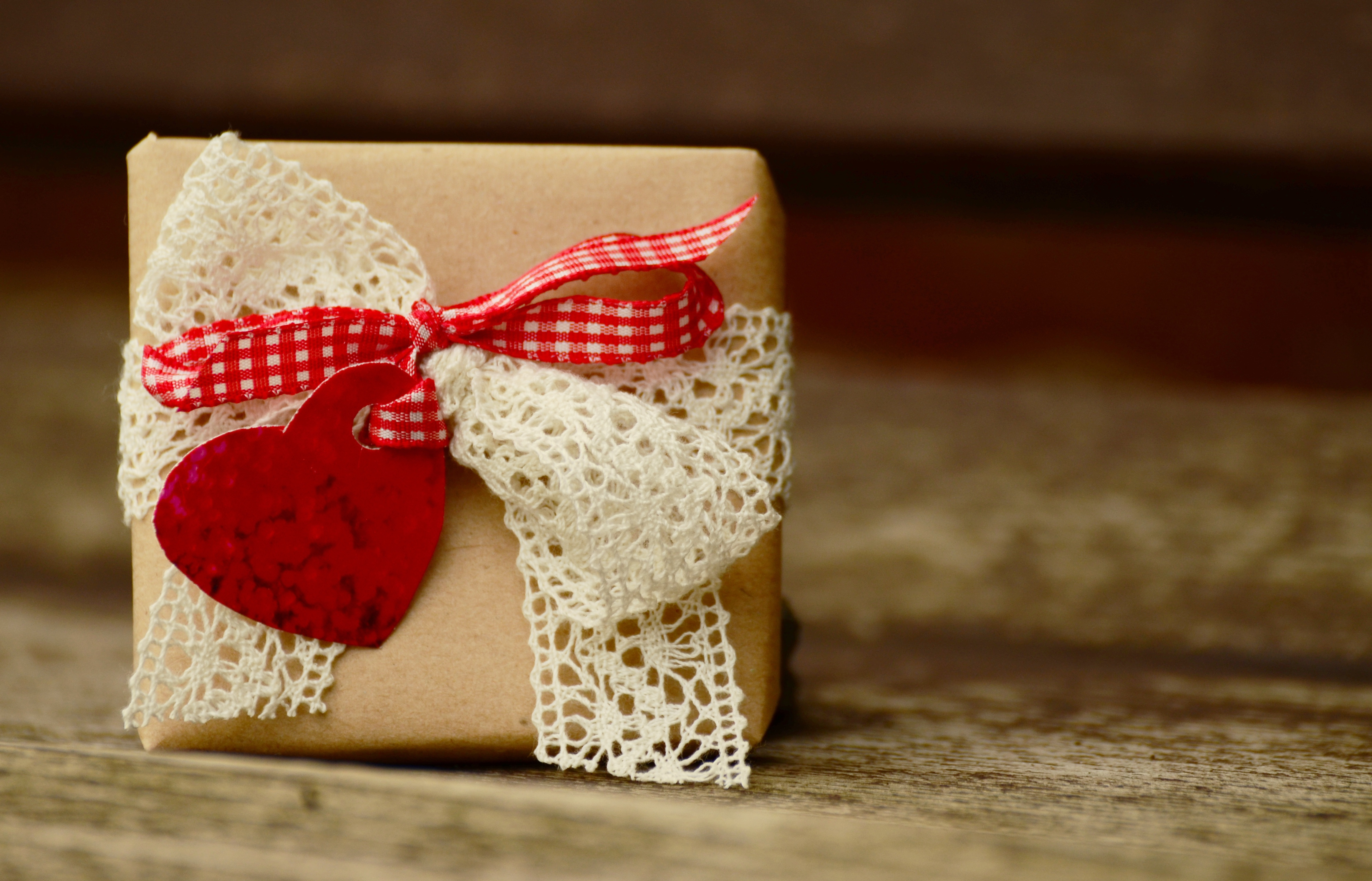 flower-heart-gift-food-happy-birthday-textile-1050892-pxhere.com